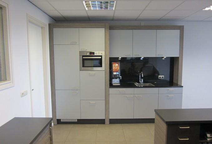 Moderne Keukens Belgie : Bedrijfskeuken / pantry - Steen Interieurbouw
