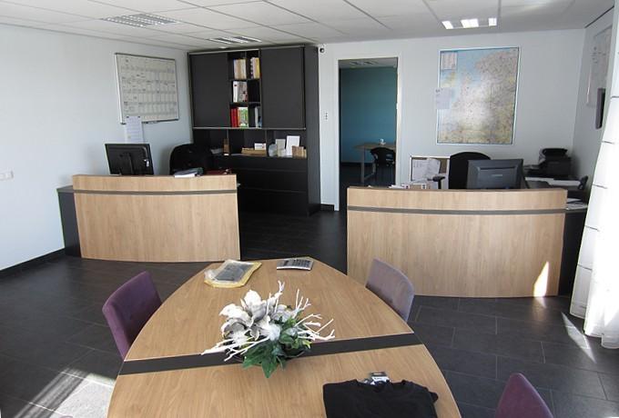 Kantoor marrum steen interieurbouw for Inrichting kantoor
